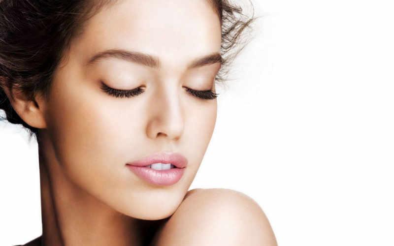 La blefaroplastia es la cirugía que ayuda a revertir esta situación a fin de eliminar el aspecto de cansancio y fatiga periorbitaria, consiguiendo que el rostro presente un aspecto más saludable y rejuvenecido.